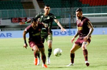 PSM Makassar Menang Telak atas Tira-Kabo