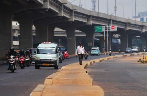 Trotoar di Tengah Jalan Kalimalang Segera Dibongkar