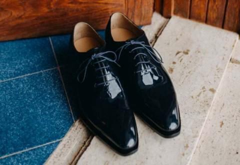 7 Sepatu Kasual yang Harus Dimiliki Pria