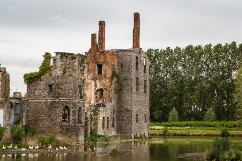 5 'Bangkai' Istana yang Memukau