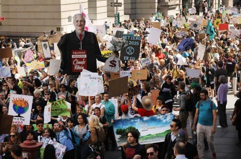 Jutaan Orang Ikuti Aksi Protes Perubahan Iklim