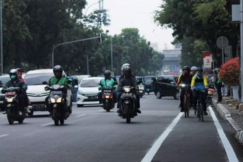Kendaraan Penghalang Jalur Sepeda Diderek