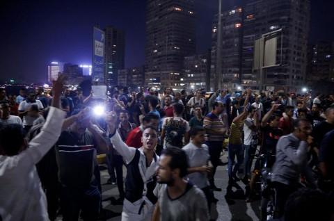 Ratusan Warga Mesir Desak Mundur Presiden Sisi