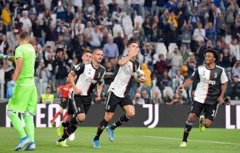 Gol Penalti Ronaldo Bantu Juventus Atasi Verona
