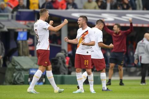 Sundulan Dzeko Bantu Roma Taklukkan Bologna