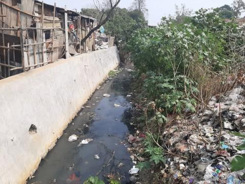 Sampah di Belakang Pasar Agung Depok Dianggap Biasa