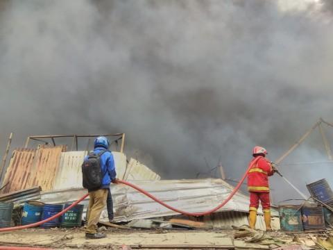 Kebakaran Lapak Limbah di Tangerang Melukai Tiga Pekerja