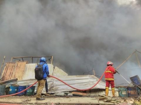 Dua Pekerja Tewas Akibat Kebakaran Lapak Limbah di Tangerang