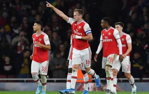 Tottenham Angkat Koper, Arsenal Berpesta Gol ke Gawang Nottingham