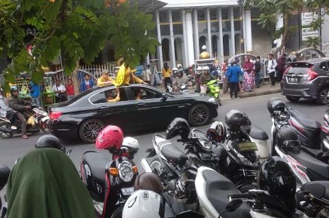 Ikut Demo Tolak RUU KUHP, Mahasiswa Ini Bawa Mobil Mewah