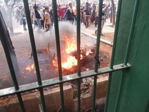 Motor Wartawan Dibakar saat Ricuh di DPR