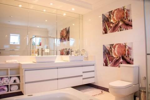 Mengapa Tidak Boleh Jongkok di Dudukan Toilet?