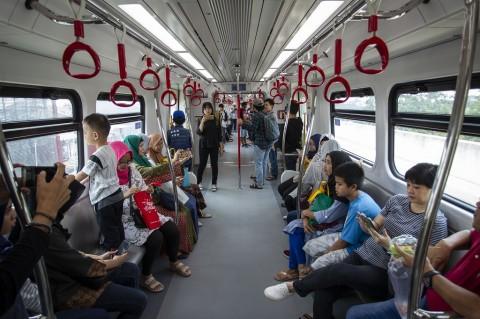 LRT Jakarta Angkut 650 Ribu Penumpang Selama Uji Coba