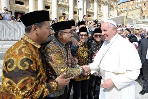 GP Ansor Sampaikan Deklarasi Kemanusiaan ke Paus Fransiskus