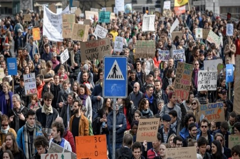 60 Ribu Orang di Swiss Suarakan Perubahan Iklim