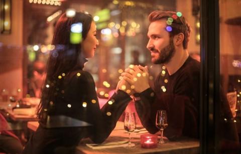 10 Kebiasaan Pasangan dengan Kehidupan Intim Sehat