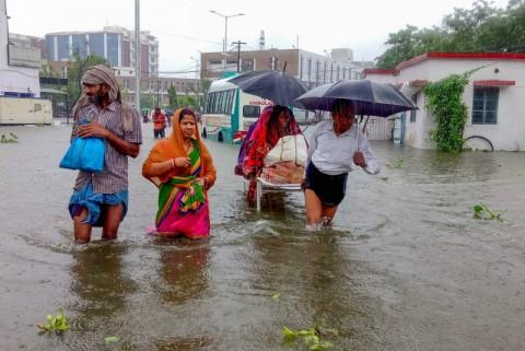 100 Warga Tewas Akibat Hujan Deras Landa India
