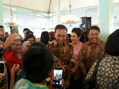 Jokowi Celebrates National Batik Day in Solo