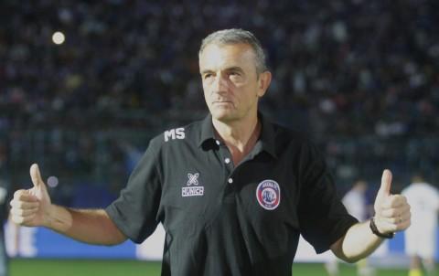 Pelatih Arema FC Terkejut dengan Taktik Anyar PSM
