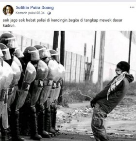 Demonstran Mengencingi Polisi? Ini Faktanya