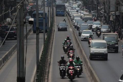 Tiada Maaf Bagi Penerobos Jalur TransJakarta