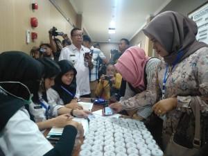 Ratusan Balon Kades di Sampang Menjalani Tes Urine