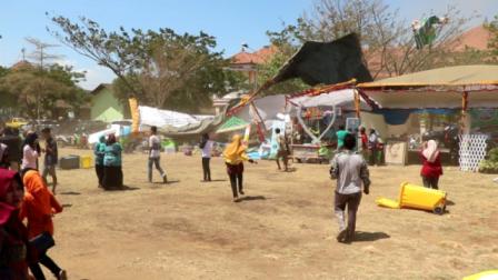 Puluhan Tenda Pameran Diterjang Puting Beliung