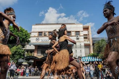 Suguhkan Parade, UKDW Rayakan 'Indonesia Mini'