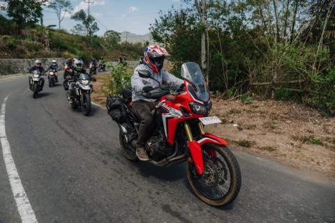 Motorbaik Temui Komunitas Pembebas Pasung & Penggiat Budaya di Maumere