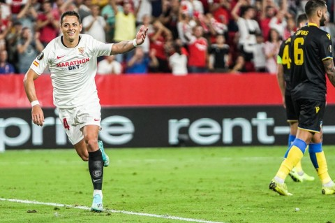 Chicharito Bawa Sevilla Tundukkan APOEL