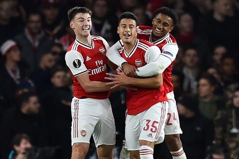 Arsenal Gilas Standard Liege 4-0