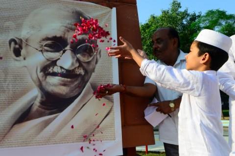 Perselisihan Atas Warisan Menandai Ulang Tahun Gandhi