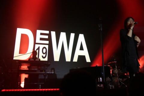 Konser Dewa 19 Bersama Once Mekel Puaskan Baladewa
