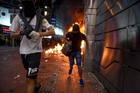 Larangan Penggunaan Masker Picu Bentrok di Hong Kong