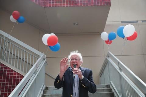 Sempat Kena Serangan Jantung, Sanders Mengaku Luar Biasa