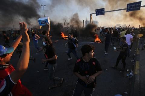 Korban Tewas Demonstrasi Irak Hampir Capai 100