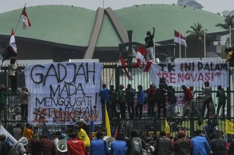 Survei LSI: Publik Tak Percaya Demo Mahasiswa Ditunggangi