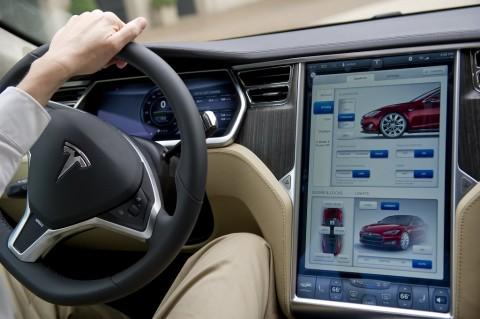 Tesla Diinvestigasi Akibat Update Software