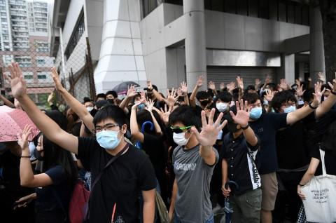 Dua Pedemo Hong Kong Disidang Atas Larangan Masker
