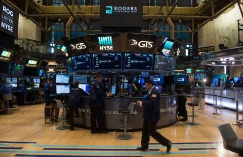 Wall Street Tumbang Jelang Negosiasi AS-Tiongkok