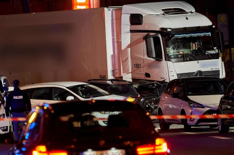 Truk Curian Tabrak Sejumlah Mobil di Jerman, Belasan Orang Cedera