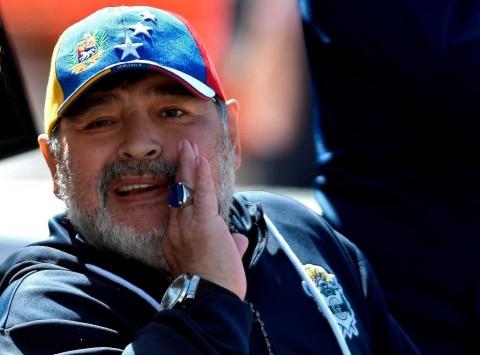Kocaknya Tarian Erotis Diego Maradona