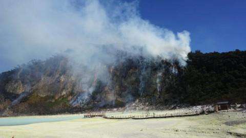 Kebakaran di Kawah Putih Ciwidey Diduga dari Puntung Rokok