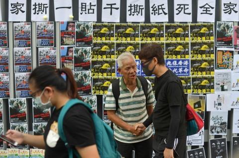 Taiwan Usir Turis Tiongkok Perusak 'Tembok Lennon'