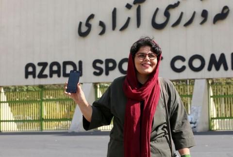 Perempuan Iran Diizinkan Menonton Sepak Bola di Stadion