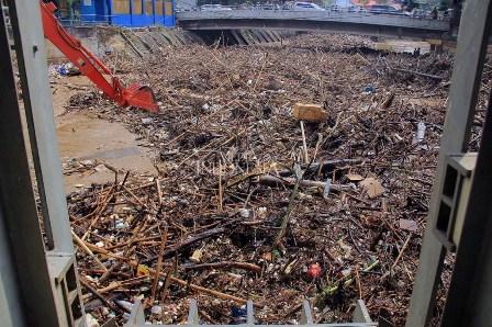 DKI Antisipasi Sampah dari Banjir Kiriman