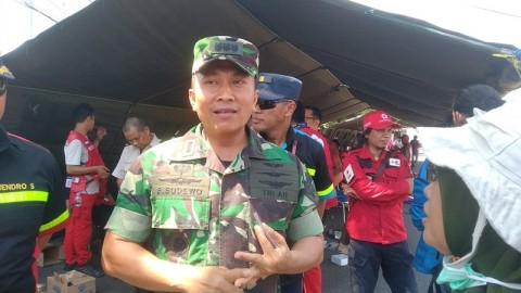 Menhan Tinjau Pengungsi di Lanud Sultan Hasanuddin