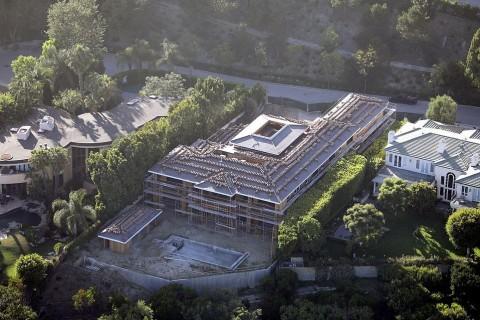 Belum Selesai Dibangun, Rumah Bintang Avengers Ditaksir Rp221 Miliar