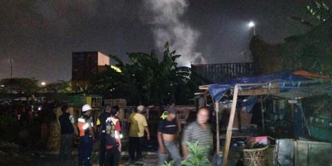 Kontainer Terbengkalai Terbakar di Priok