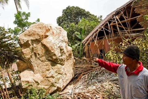 Dedi Mulyadi Ingin Izin Perusahaan Tambang Batu Purwakarta Dicabut